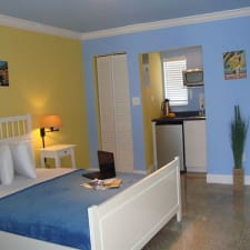 Hollywood Beach Suites Hostel + Hotel