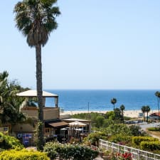 Malibu Country Inn