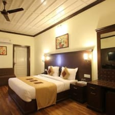 OYO 11839 Hotel Paradise Mansion