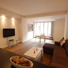 Beautiful 1 Bed Apartment (sleeps 5) With Outside Terrace - Trafalgar Square