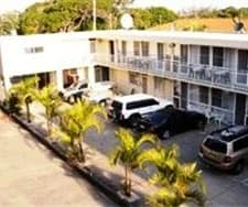 Surf Beach Motor Inn