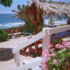 Dolphinview es una casa frente al mar de 3 dormitorios y 2 baños con escalones privados