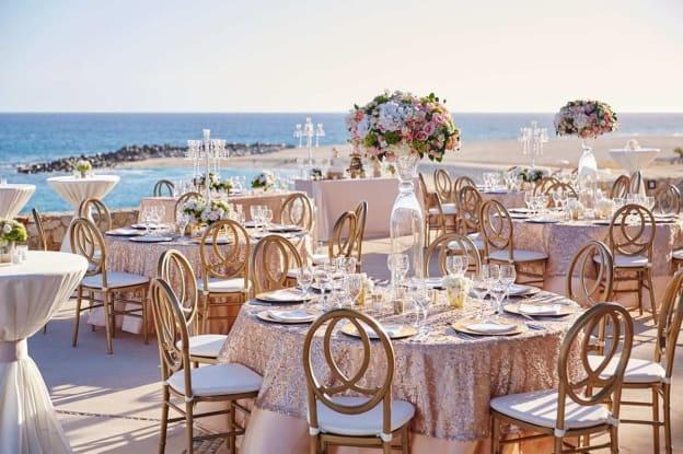 decoracion de boda elegante en la playa