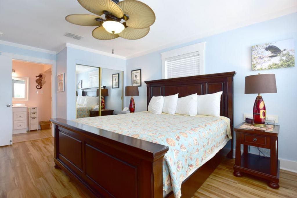 Vacation rental Smiling Jacks Escape: Boardwalk to Beach, Heated ...